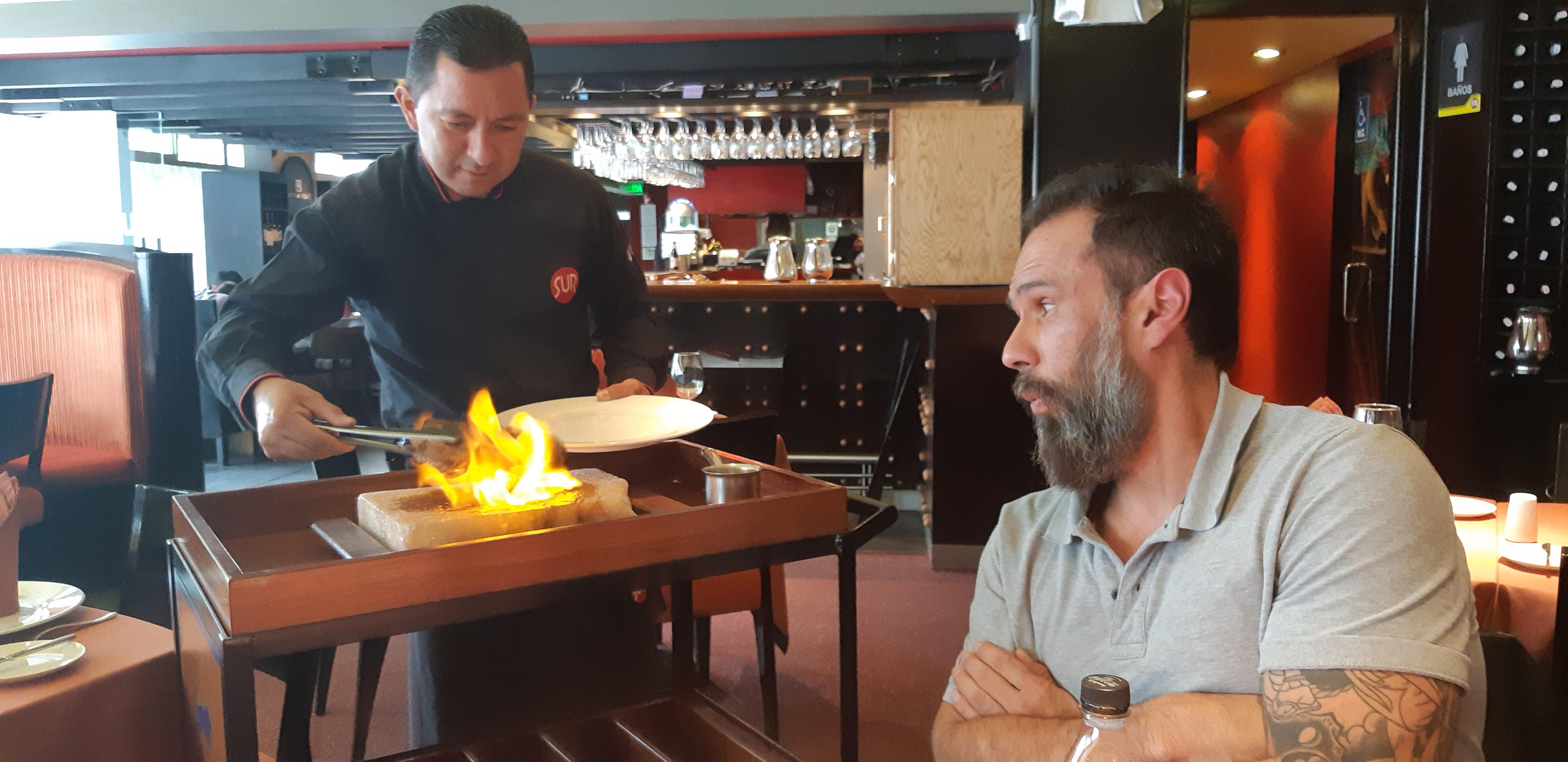 Deliciosa comida en Quito antes de otra entrevista en medios de comunicación.